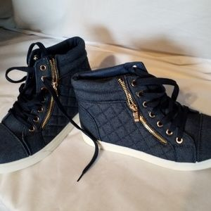 Soho Girls high top Jean sneakers Sz 8
